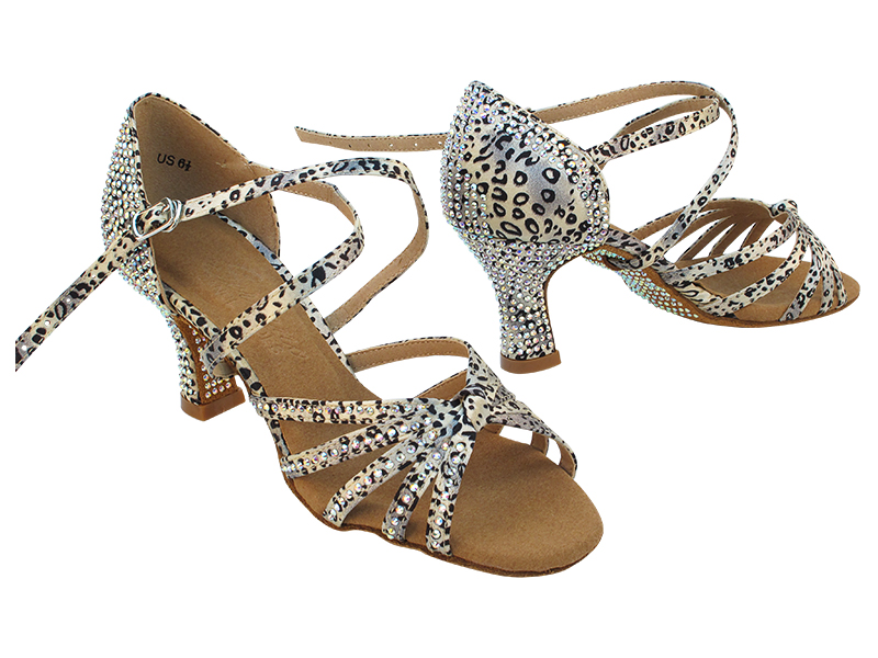 C6005XCC 259 Snow Leopard with 2.5 inch Heel (PG) in the photo