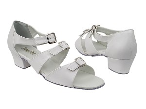 "1679 White with 1.5"" Medium Heel in the photo"